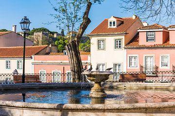 Fontaine dans la vieille ville de Lisbonne sur Werner Dieterich