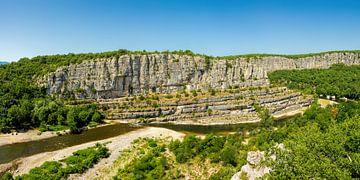 Blick auf den Fluss Ardèche im Süden Frankreichs in dem Départment Ardèche 4. von PhotoArt Thomas Klee