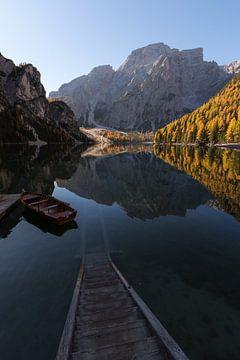 Sonnenaufgang Lago di Braies - Dolomiten, Italien von Thijs van den Broek