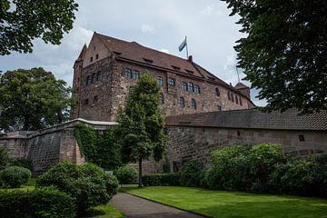 Kasteel (Kaiserburg) in het centrum van Neurenberg, Duitsland. van Joost Adriaanse