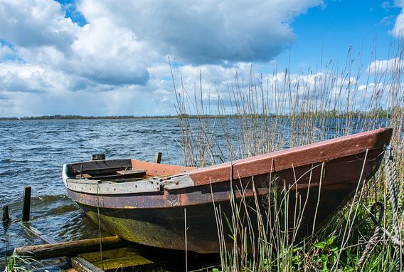 Eenzame boot loosdrecht van Robin Voorhamm