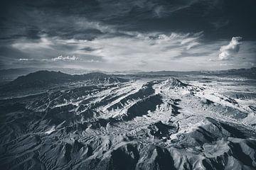Landschap van de Grand Canyon west vanuit de lucht in zwart wit van Retinas Fotografie