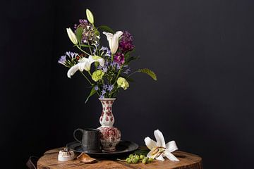 Blumenstrauß aus dem 17. Jahrhundert mit Schnecke von Affect Fotografie