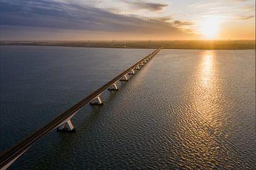Luchtfoto van de Zeelandbrug met zonsondergang van Jeroen Kleiberg