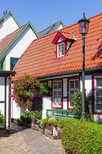 Rostock-Warnemuende : historisches Haus in der  Altstadt