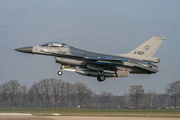 Touch & Go!!  Op de vliegbasis Volkel maakte deze Nederlandse F-16 (J-017) van het 312 Squadron  van Jaap van den Berg