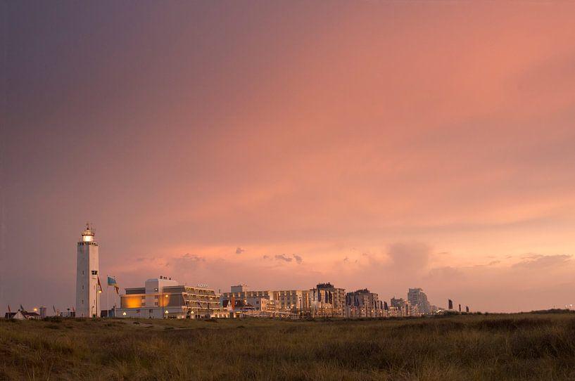 Boulevard Noordwijk met avondrood van Dick van Duijn