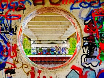 Unter der Brücke (Grafitti) von Caroline Lichthart