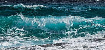 Azuurblauwe golfslag in de zee van Roger VDB