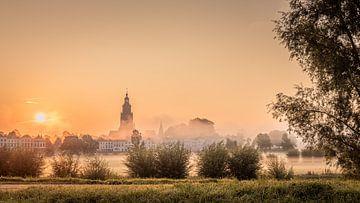 De Skyline van Zutphen op zijn mooist. van M.J. Böhmer