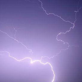 Mehrere Blitzeinschläge während eines schweren Gewitters. von Sjoerd van der Wal