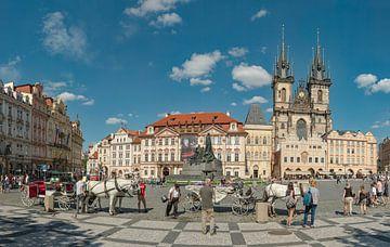 Staroměstské náměstí, het oude plein met de Tyn kerk, Prag Praha, , Tsjechië, van Rene van der Meer