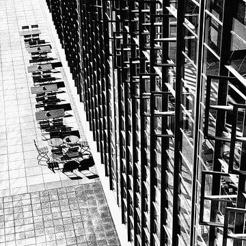 Terras aan achterzijde Bauhaus Schule Dessau van Raymond Wijngaard