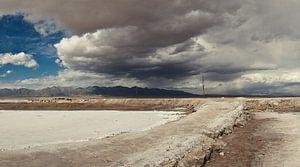 Het Caka zoutmeer in het Tibetaans Plateau van