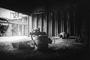 Onder het dak van het stalen monster in de kolenmijn in Duisburg van Jakob Baranowski - Off World Jack
