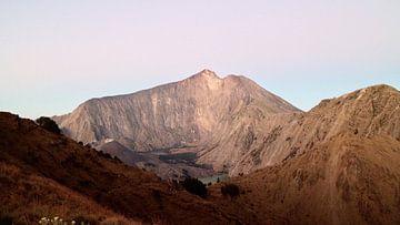 Der Vulkan Rinjani. Lombok, Indonesien. von Erik Juffermans
