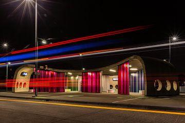 Transferium Hoogkerk met lichtspoor van een bus von Arline Photography