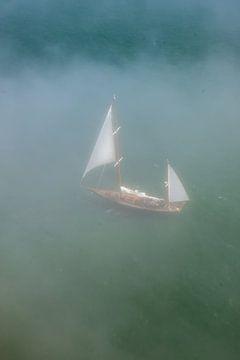 Segelboot im Nebel von Guenter Purin