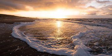 Sonnenuntergang an der Nordseeküste von Arjan van Duijvenboden