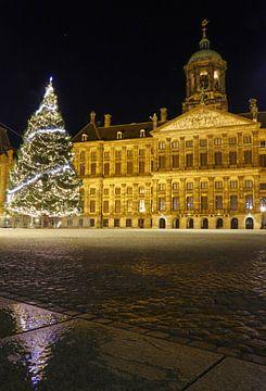 Kerstboom op de Dam in Amsterdam, Nederland van Be More Outdoor
