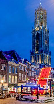 La tour de la cathédrale d'Utrecht avec la chaise Rietveld sur Hans Verhulst