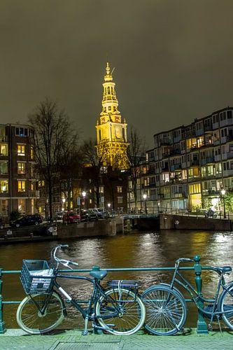 De Zuiderkerk in Amsterdam in het avondlicht