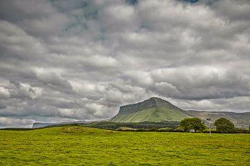 Ben Bulben Mountain in Sligo, Irland, an der Westküste. von Tjeerd Kruse