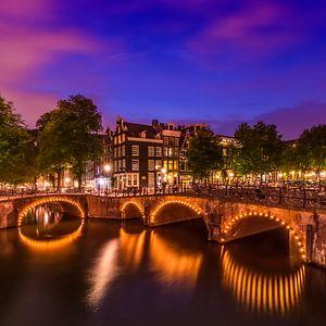 AMSTERDAM ' s avonds idylle van de Keizersgracht en de Leliegracht