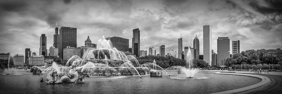 CHICAGO Buckingham Fountain Panoramic bw