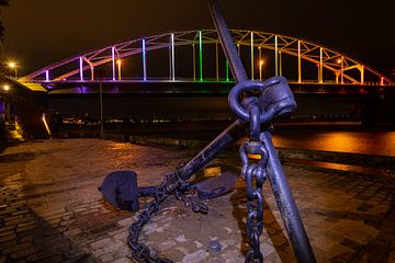 Brug met ankel bij Deventer in regenboog kleuren voor Comingout-Dag van VOSbeeld fotografie