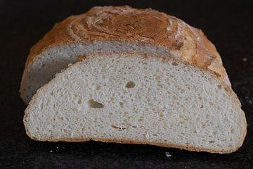 Pain blanc cuit au four, tranché sur Annemieke Glutenvrij