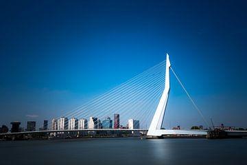 Erasmusbrug in het blauw van Prachtig Rotterdam