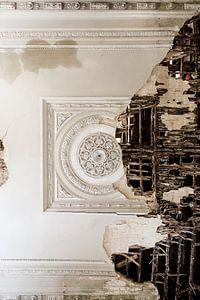 Prachtig plafond in verval van