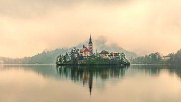Bled im Nebel von Kurt De Schuytener