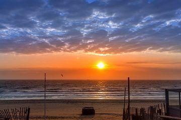 Zonsondergang strand Zandvoort van thomas van der Wijngaard