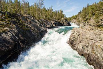 Rivier in Noorwegen van Marie-Christine Alsemgeest-Zuiderent