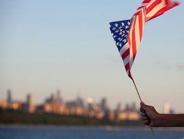 Le drapeau américain flotte au-dessus du fleuve Hudson le 4 juillet, à Manhattan, New York City, Amé sur WorldWidePhotoWeb