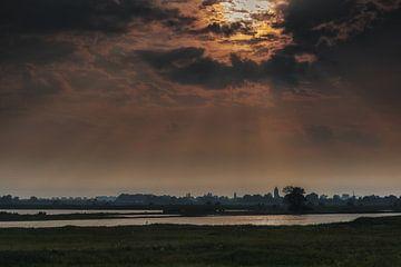 Donkere wolken boven Zalk von Jos Reimering