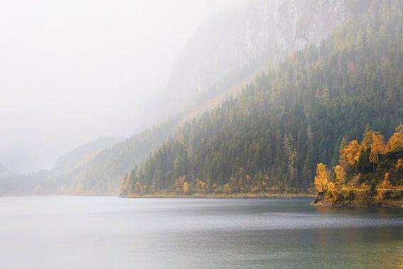 Een Bergmeer in de Mist