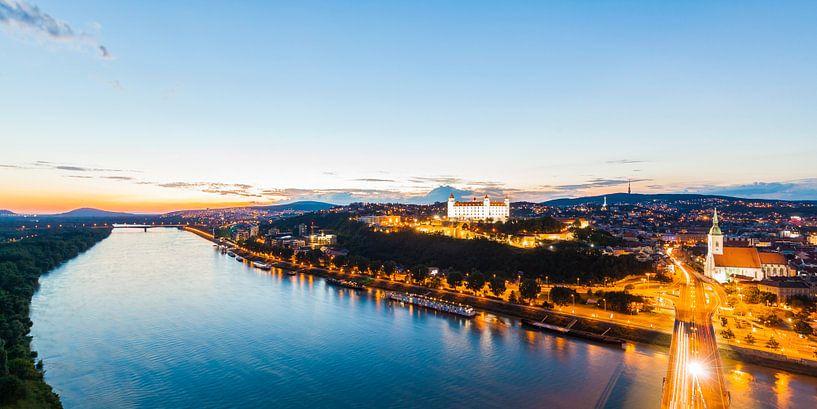 Cityscape of Bratislava in Slovakia at night van Werner Dieterich