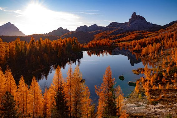 Lago Fedèra in herfstkleuren - Veneto - Italië