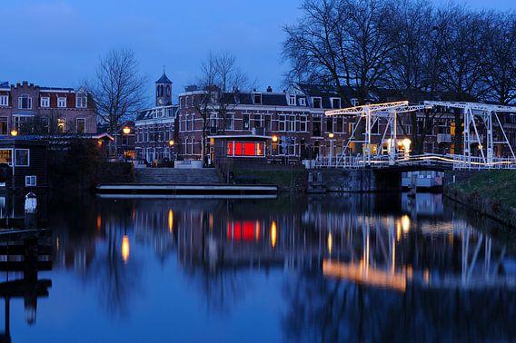 De Abel Tasmanbrug met Billitonkade en Leidsekade in Utrecht van Donker Utrecht