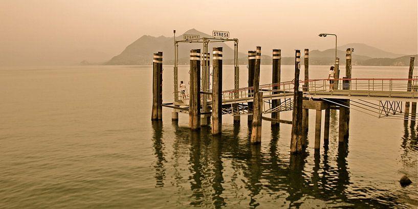 Aanlegsteiger van Stresa aan het Lago Maggiore - Italie  van Jasper van de Gein Photography