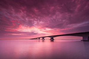 Zeelandbrug bij zonsopkomst (Zeeland) van Koos de Wit