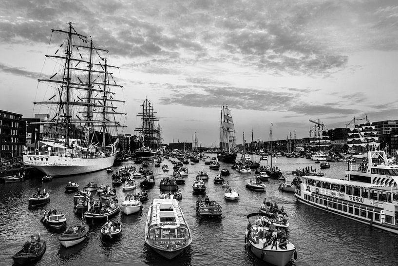 Sail Amsterdam 2015 in Zwart/wit van Ton de Koning