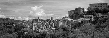Toscane monochrome au format 6x17, Sorano von Teun Ruijters