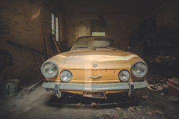 Oude Gele Auto van Perry Wiertz
