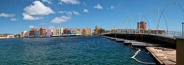Punda Willemstad met pontjesbrug van Michel Groen