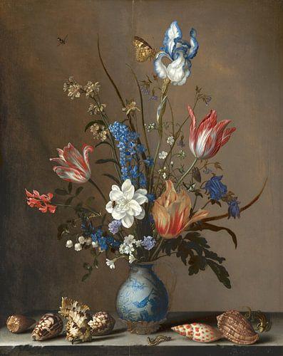 Bloemen in een Wan-Li vaas en schelpen, Balthasar van der Ast