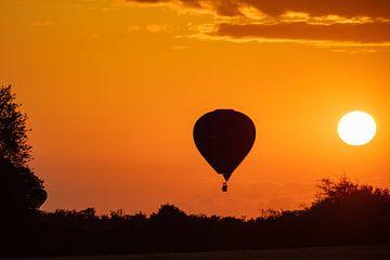 Hete Luchtballon bij avond van